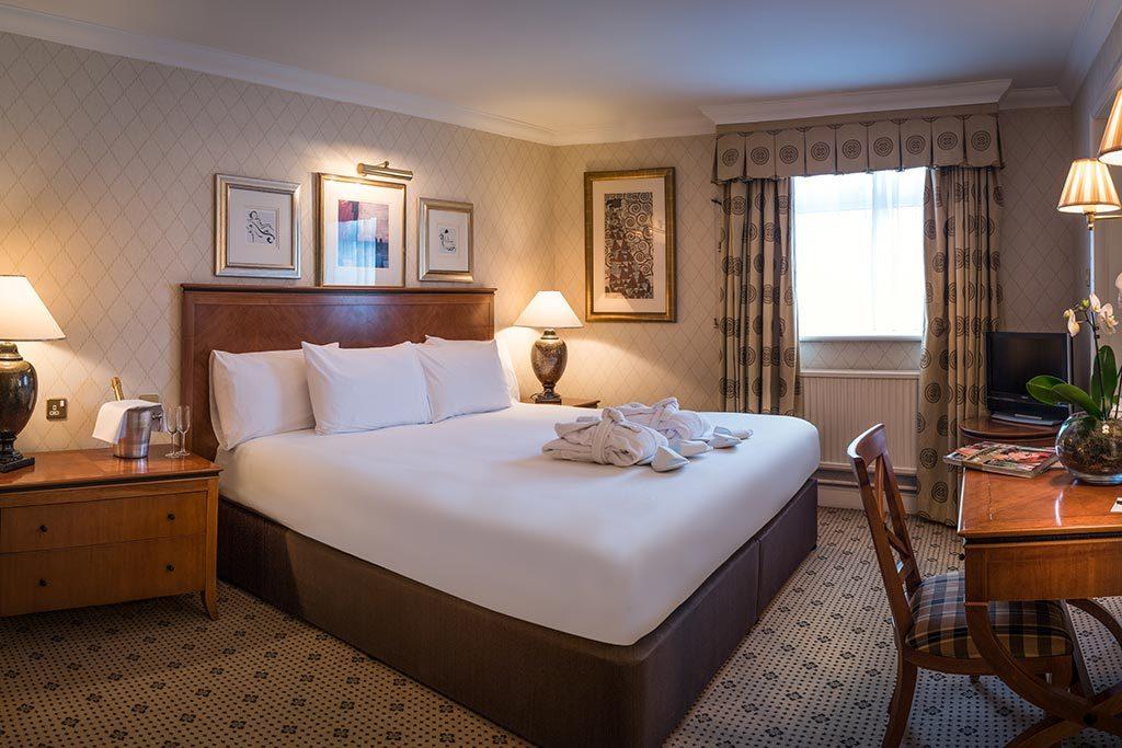 Apollo Hotel Deluxe Suite Super Kingsize Bedroom