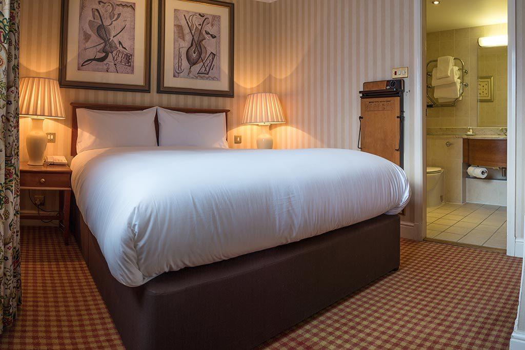 Studio Suite bed at Apollo Hotel Basingstoke