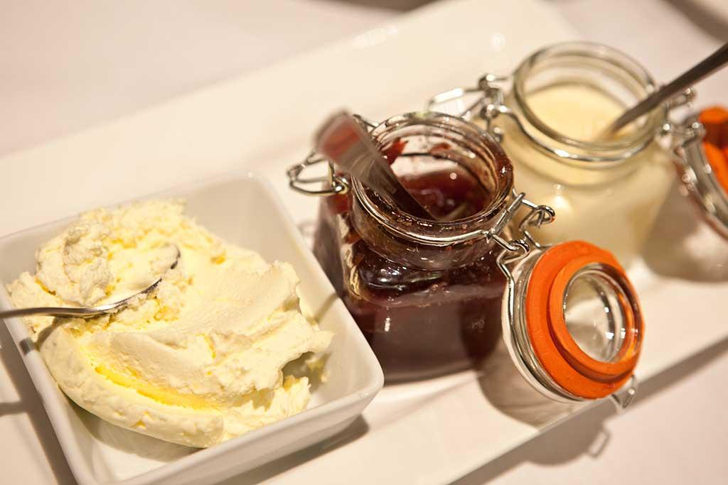 afternoon-tea-scone