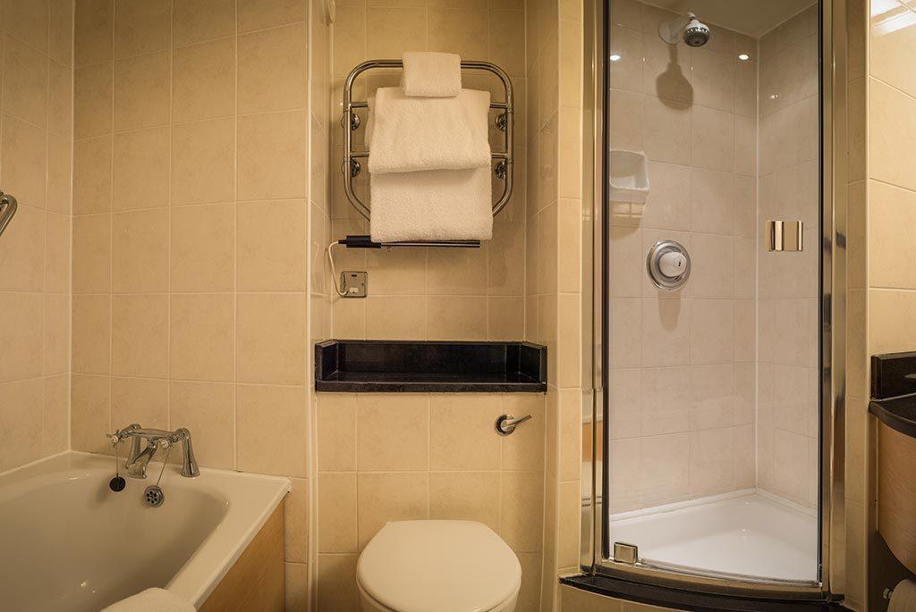 Ambassador Room Bathroom